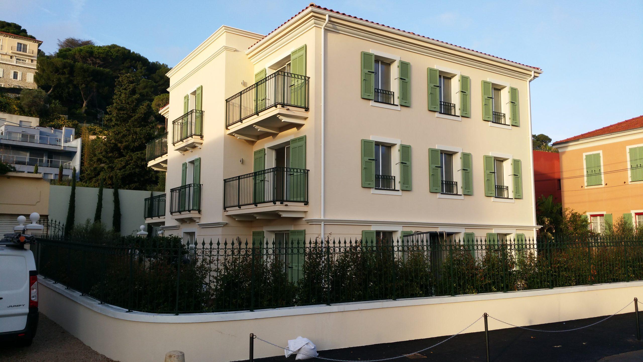 Serramenti e persiane in alluminio per palazzina nuova a Saint-Jean Cap-Ferrat (Francia)