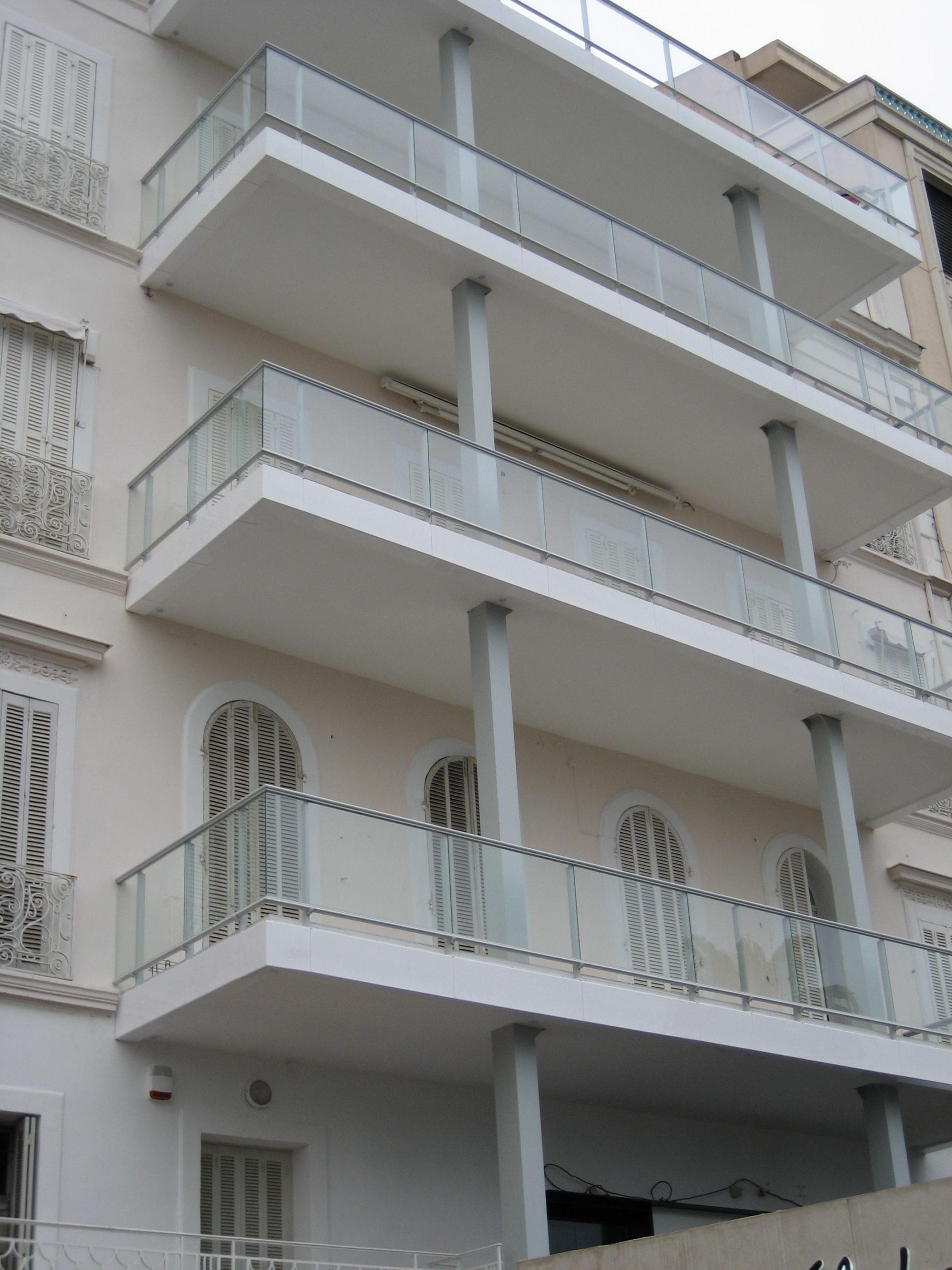 Ringhiere in vetro e alluminio a Cannes, La Croisette (Francia)